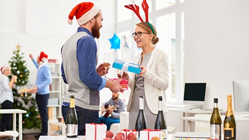 If you have never participated in a white elephant gift exchange before, or if you are simply looking to provide one of the best gifts available at the party, consider the following ideas.
